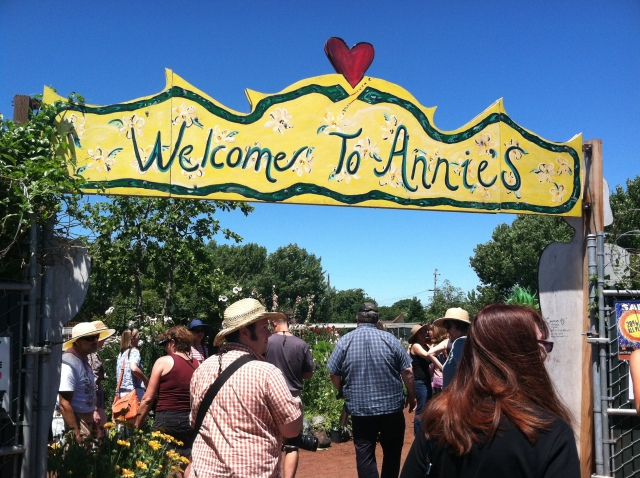 Entrance to Annies Annuals