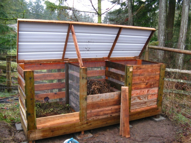 Well built composting unit