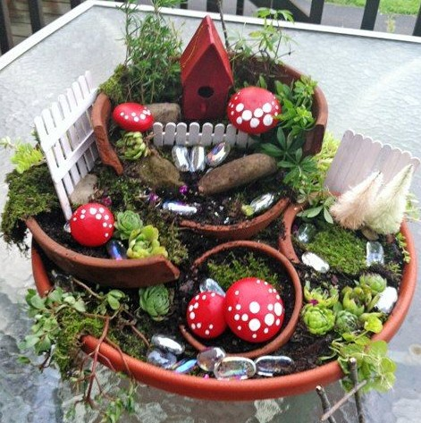 Broken pot garden by Cathy Strate at http://www.fleamarketgardening.org/2013/07/16/fairy-garden-magic/