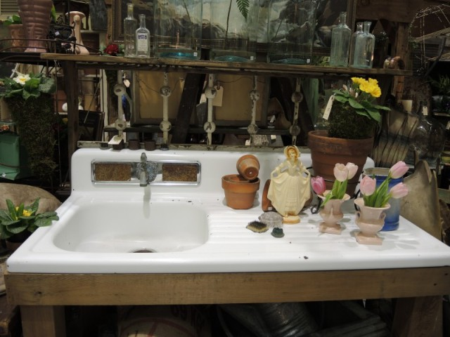 """A """"vintage"""" sink becomes a potting bench"""